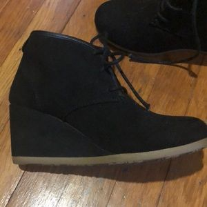 Shoes - Mad Paw black wedge booties
